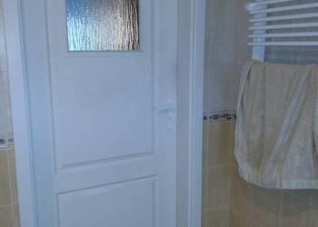 Drzwi wewnętrzne łazienkowe białe PORTA 80 cm prawe z kratką