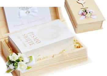 Biblia w szkatułce z Pamiątkom Pierwszej Komunii Świętej