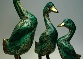 Trzy kaczki do dekoracji wnętrz z bardzo lekkiego drewna