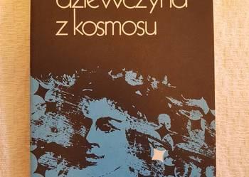 Witold Piechocki: DZIEWCZYNA Z KOSMOSU