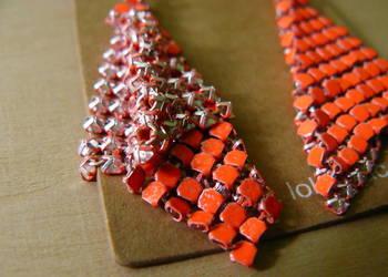 Długie srebrne kolczyki siateczka pomarańczowy romb