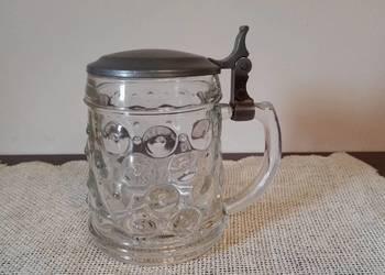 Kolekcjonerski szklany kufel z cynową klapką, sygnowany.