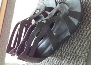 Sandałki na koturnie rozm.32