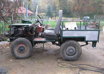 Ciągnik sam (ciężarówka) z silnikiem 4c90