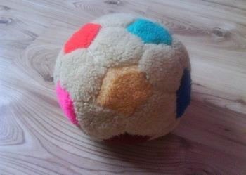 mięciutka, pluszowa piłka