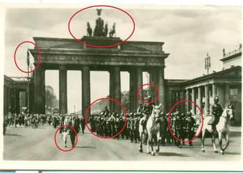BERLIN Einzug der Wache durch das Brandeburger Tor