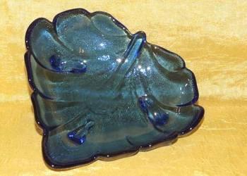 Śliczna szklana kobaltowa miseczka w kształcie liścia