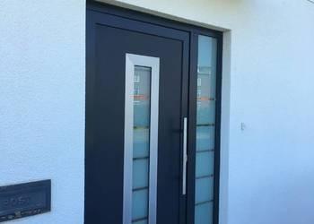 Drzwi aluminiowe antracyt z ramką i szkłem piaskowanym
