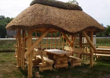 Pokrycie trzcinowe, dach z trzciny altana ogrodowa, strzecha