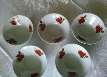 Porcelanowe miseczki (małe) i porcelanowe talerzyki deserowe