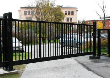 Brama wjazdowa przesuwna z wypełnieniem pionowym 20x20mm PRO