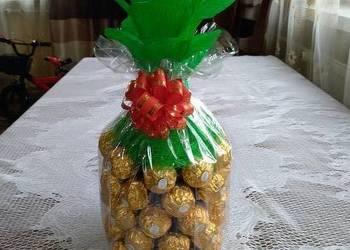 Ananas z wina i czekoladek Ferrero Rocher  na prezent