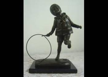 Figura z brązu dziecko z kółkiem. Chiparus. Figurka brąz