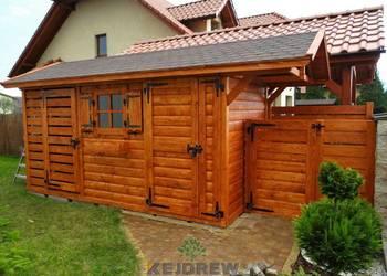 Domek z szerokimi drzwiami z okienkiem + drewutnia
