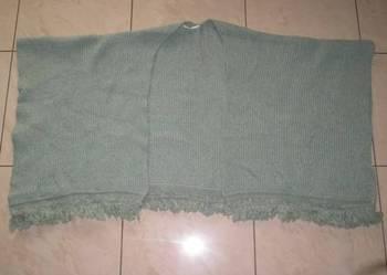 Używany ciepły szal narzutka na zimę