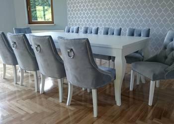 Eleganckie krzesło tapicerowane pikowane z kołatką producent
