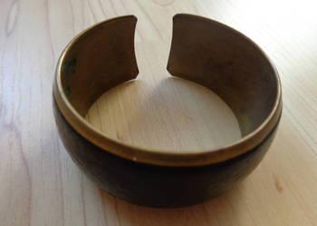 Bransoleta mosiężna z czarną skórzaną wstawką szerokość 3 cm