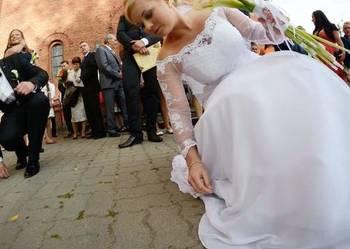 9eb3b50c09 Suknia ślubna szyta na miare - Sprzedajemy.pl