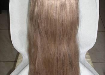 Długa peruka w kolorze jasny beżowy blond