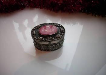 Piękna,zabytkowa szkatułka na biżuterię