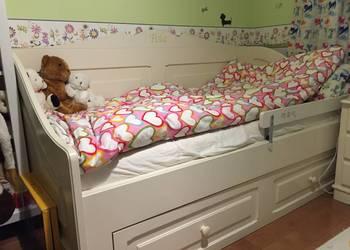 Piękny komplet mebli dla dziewczynki