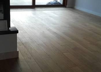 Drzwi drewniane, podłogi