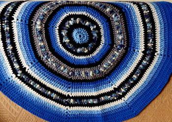 Dywanik okrągły robiony na szydełku
