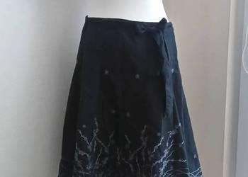Next Spódnica 42 rozkloszowana czarna ze srebnym motywem