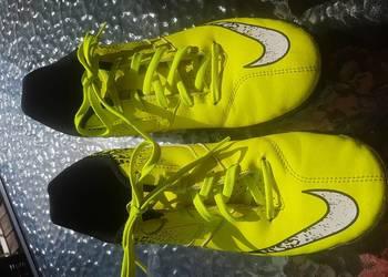 Buty piłkarskie NIKE BOMBAX 41, 26 cm żółty odblaskowy żwir