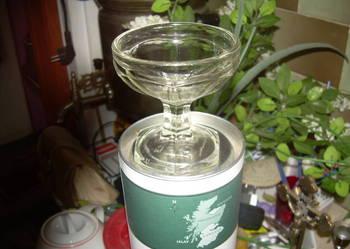Porcelanowa duża cukiernica na stopce i inne