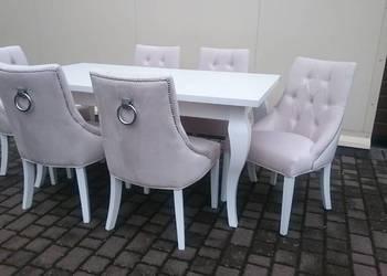 Pikowane tapicerowane modne wygodne krzesło z kołatką