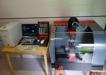 CNC EMCO PC Mill 50 w idealnym stanie z dużą ilością akcesor