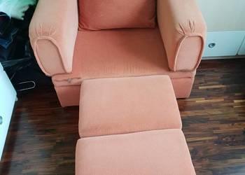 Wygodny fotel z pufami / łóżko