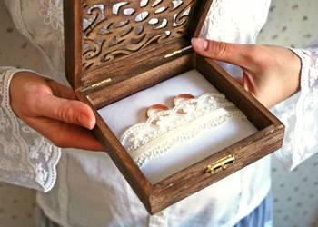 Piękna kasetka na obrączki ślubne