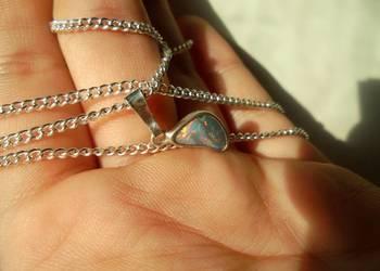 rzadki opal australijski (czerwone blaski) zawieszka/wisior