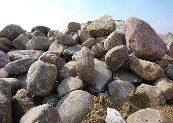 Kamień polny, brukowy, głazy polne. Załadunek, tranasport