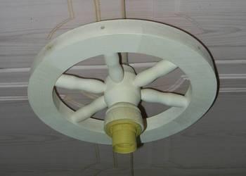 Lampa koło drewniane koło wozu