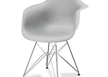 Szare krzesło na metalowych  nogach