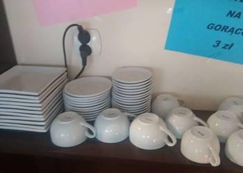 Stoły,krzesła i pozostałe wyposażenie po kawiarni-cukierni