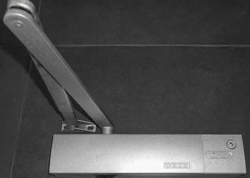 Samozamykacz drzwiowy GEZE TS 4000 z ramieniem nożycowym