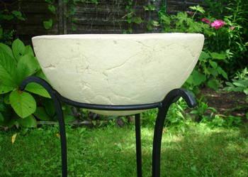 Sprzedam mrozoodporną donicę ceramiczną w stojaku. Śr.40 cm.