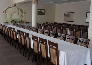 Piękny zestaw stół+krzesła idealny do salonu, jadalni