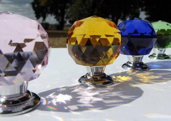 Uchwyty kryształowe do mebli