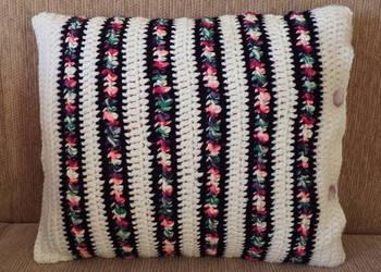 Powłoczka na poduszkę robiona z grubej włóczki na szydełku