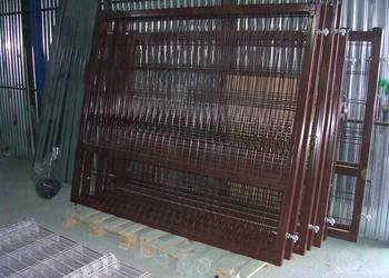 Brama dwuskrzydłowa wypełniona panelem zgrzewanym 3d