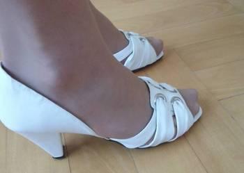 Białe śliczne buty do ślubu