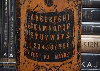 Ouija spirytyzm wywoływanie duchów halloween gra planszowa