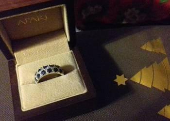 Biżuteria firmowa Apart diamenty że Szmaragdami i szafirami