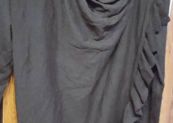 INS czarny sweter z falbanką złota klamra