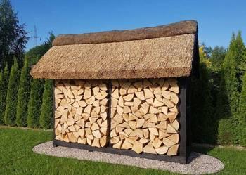Drewutnia ogrodowa do drewna kryta trzciną, strzecha,